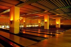 Bowlinghalle bei Kerzenlicht